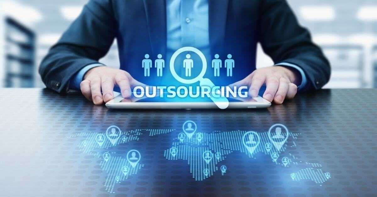 What do We know About IT Outsourcing Today ?